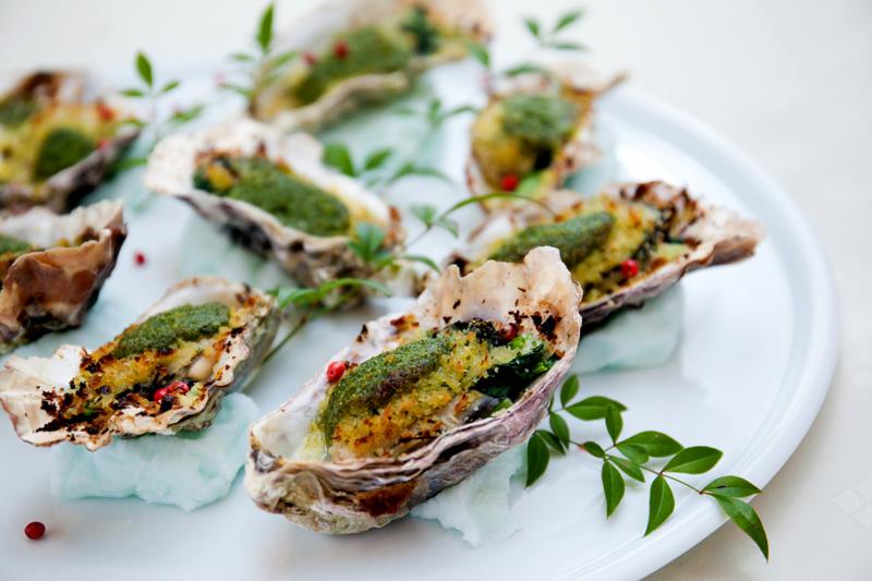 岩牡蠣のオーブン焼き香草バターの香り